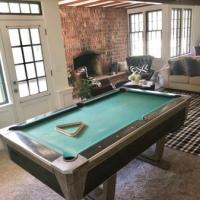 Great style vintage pool table. 7'x4'